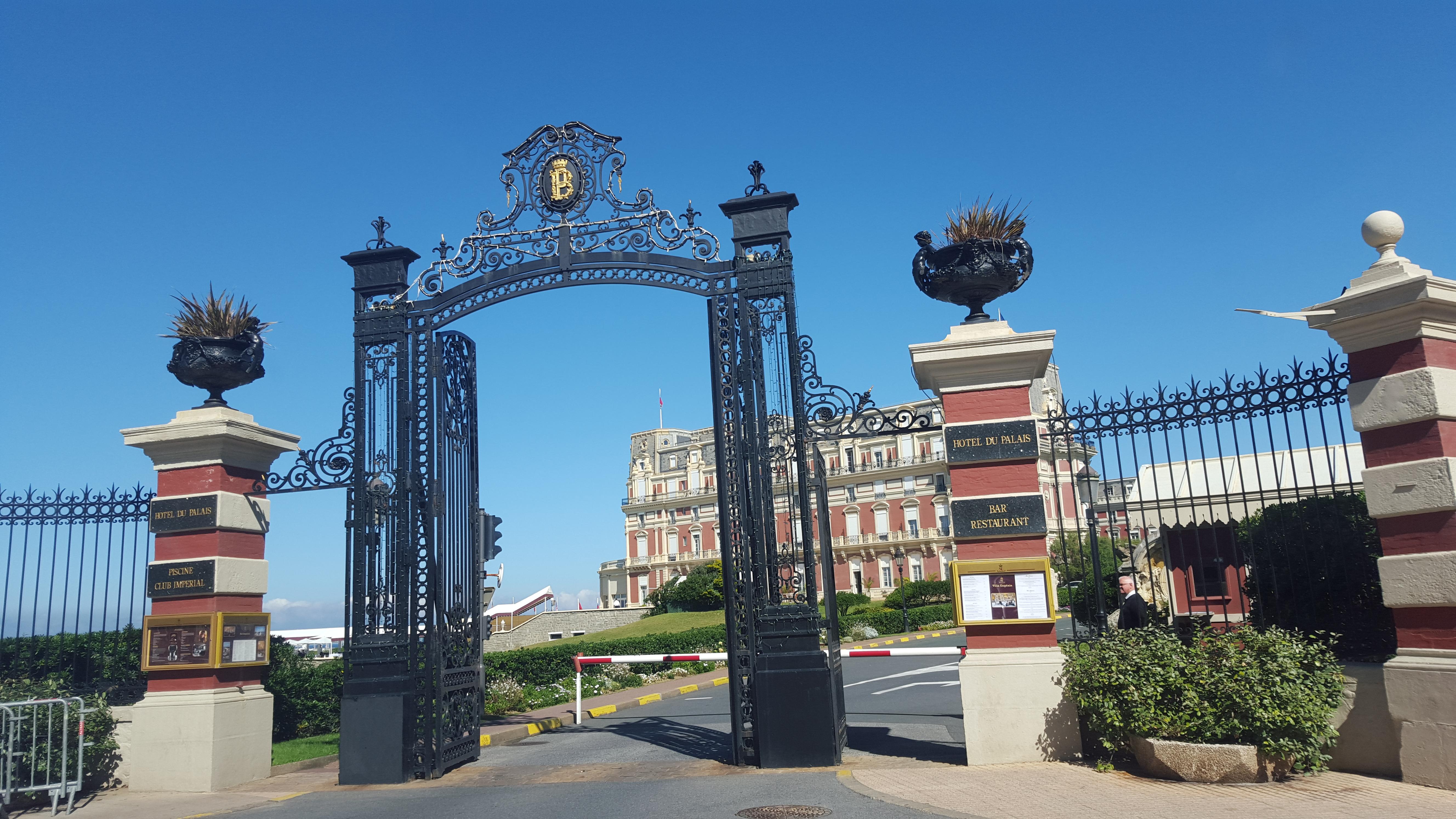 Entrance to Hotel du Palais